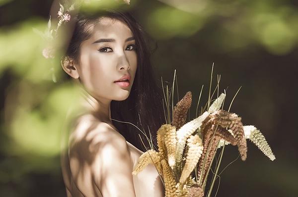 rfGTRk7 Người mẫu Lan Hương cởi áo, chụp ảnh bán nude đầy gợi cảm