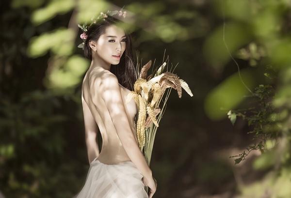SsGLYnp Người mẫu Lan Hương cởi áo, chụp ảnh bán nude đầy gợi cảm