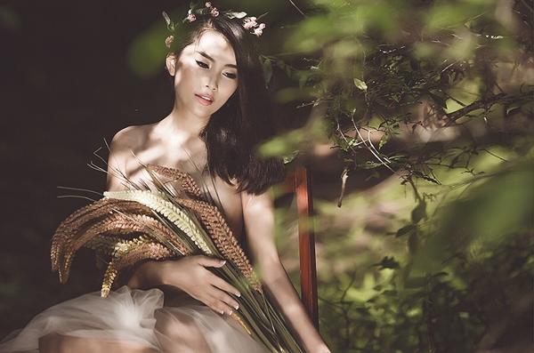 gIOt2yi Người mẫu Lan Hương cởi áo, chụp ảnh bán nude đầy gợi cảm
